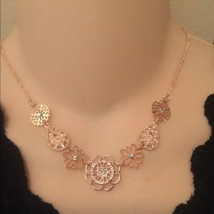 LC Lauren Conrad rose gold filigree stmt necklace